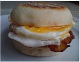 Anglické mafiny a raňajky v štýle fastfoodu